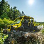 Defender MAX Xmr – Carbon black _ sunburst yellow – Trail riding 2